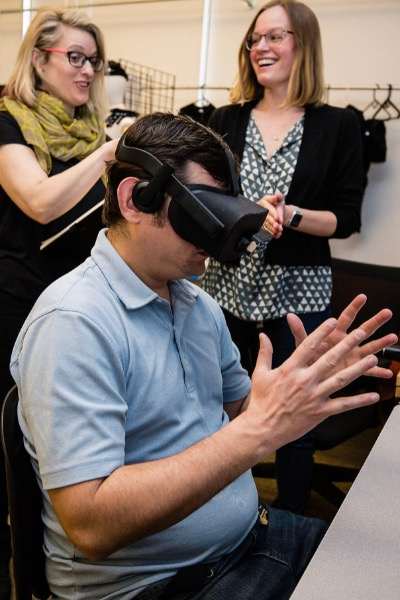 A study of ASL training using Virtual Reality